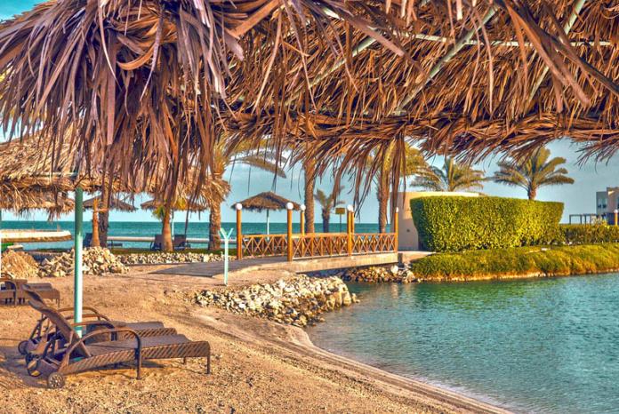 Бахрейн, пляж, зонтики