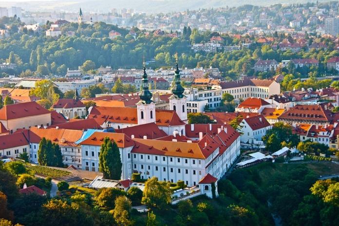 Прага летом, вид на город
