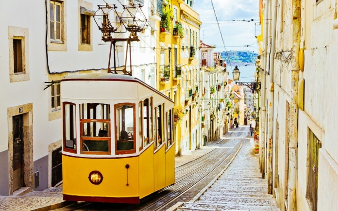 Лиссабон, улицы, трамваи