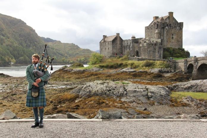 Шотландия замок волынка