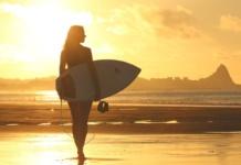 пляж девушка серфинг